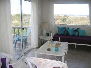2 bedroom chalet w/ ocean view, beach across the s - Punta del Este vacation rentals