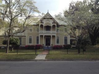 1885 J.M. Henry House - Monticello vacation rentals