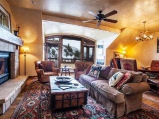 Luxury Arrowhead Ski Condo~ walk out your door to high speed lift~ Outdoor Hot Tub & Pool~ GORGEOUS! - Edwards vacation rentals