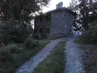 fabbricato rurale ristrutturato - Montefiorino vacation rentals