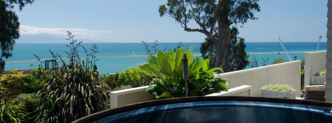 59Queens - Stunning Nelson Holiday Home with Hot Tub & Sea Views! - Nelson vacation rentals