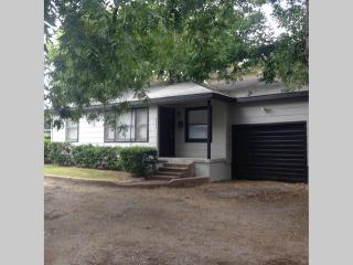 Arlington Heights Classic off I-30 - Fort Worth vacation rentals