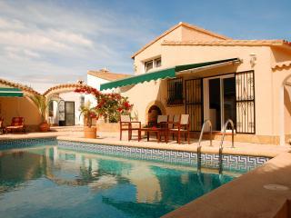 2 bedroom, 2 ensuite villa with pool - views of Med - Benidoleig vacation rentals