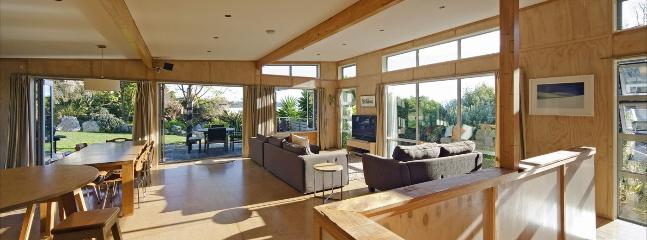 City Sun Trap House Holiday Home Nelson - Inspired Design! - Nelson vacation rentals