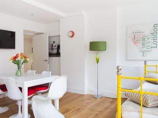 CouldBeYours!AMAZING OXFORD Street QUIET BIG LIFT - London vacation rentals