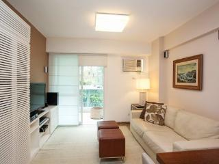 Remodeled and charming 3 bedrooms apt in Leblon - One parking space - Ipanema vacation rentals