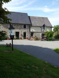 Maison May B&B Double Room - La Chapelle-Uree vacation rentals