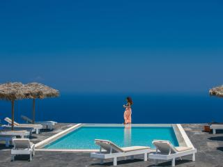 Spacious villa - superb views of the Aegean Sea - Imerovigli vacation rentals