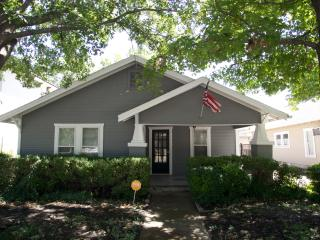Amazing Cottage 1 block from TCU - Fort Worth vacation rentals
