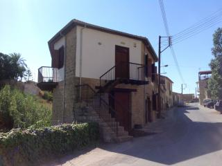 Self catering apartment in village setting. - Tokhni vacation rentals