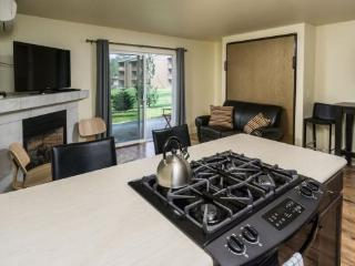 Bend Condo, 2 Blocks to Downtown, Walk Along the River, Peaceful and Beautiful - World vacation rentals