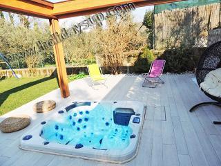 Pretty apartment with jacuzzi/garden sorrentocoast - Sant'Agata sui Due Golfi vacation rentals