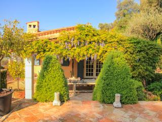 Villa Lunetta, Beautiful Holiday Home with a Pool, Grasse - Chateauneuf de Grasse vacation rentals