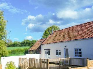 DERWENT COTTAGE, all ground floor, woodburner, parking, decked patio, in Malton, Ref 922581 - Malton vacation rentals