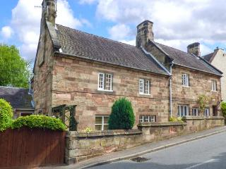 ASH HOUSE, semi-detached, Grade II listed, woodburners, WiFi, enclosed patio, in Alton, Ref 922587 - Alton vacation rentals