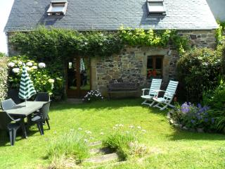 La Crèche - seaside cottage, rustic and peaceful - Plougasnou vacation rentals