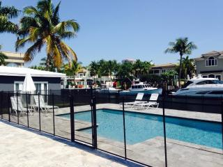 Waterfront, walk to beach, guest house, pool - Fort Lauderdale vacation rentals