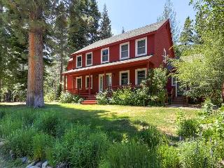THE PERFECT FAMILY HOME - MOUNTAIN/FOREST, POOL TABLE, HOT TUB, VIEWS + MORE - South Lake Tahoe vacation rentals