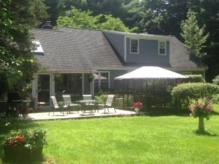 CT Summer rent,very prvt,4bedm,larg ingrnd. pool. - New Milford vacation rentals