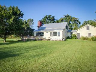 Lakeside property w/spacious yard & vintage charm! - North Hero vacation rentals