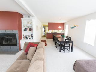 Famly Friendly, huge 3-BR, balconies, steps 2 sand - Los Angeles vacation rentals