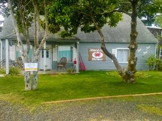 Charming bayfront, pet-friendly house with hot tub! - Waldport vacation rentals