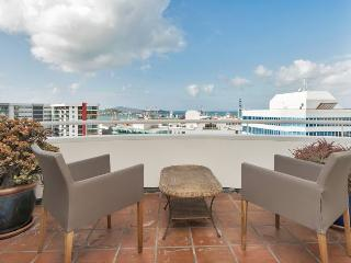 Two Bedroom Central Auckland Apartment with Sea Views, Carpark - Bayswater vacation rentals