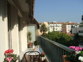 Place Mozart Apartment Sleeps 2-5. Wifi, Terrace. - Nice vacation rentals