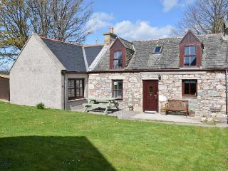 AVONDALE COTTAGE, pet-friendly, open fire, fantastic views, WiFI, in Tomintoul Ref. 26288 - Tomintoul vacation rentals