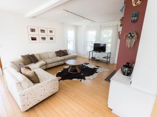 5-Star: Artist's Loft -roofdeck/views Steps 2 Sand - Los Angeles vacation rentals