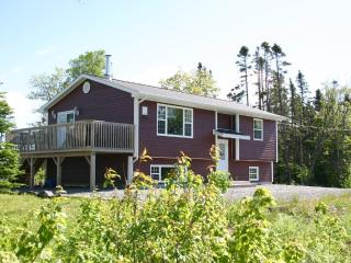 Exceptional Location, Located Between 2 Lakes - West Bay vacation rentals
