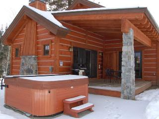 Cozy, accommodating Cabin with privacy and a hot tub with a view. - Donnelly vacation rentals