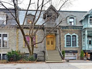 Studio, renovated, close to 3 subway stations - Montreal vacation rentals