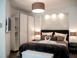 New Apartment in City Center for 4 - Vienna vacation rentals