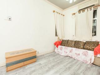 Cozy, 2bdrm for 6ppl@Tple st. 2mins - Hong Kong vacation rentals