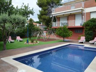 House with swimming pool, garden and barbecue - Cubelles vacation rentals
