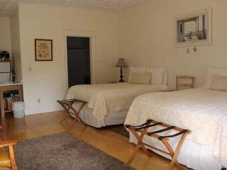 Great Carriage House w 2 Queen Beds - Ipswich vacation rentals