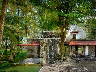 5-star beach villa, Authentic Mauritius Nice Pool. - Souillac vacation rentals