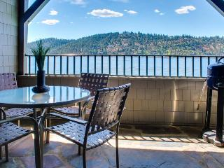 Gorgeous 2BR Condo on Lake Coeur d'Alene - Harrison vacation rentals