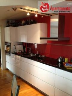 Charming 3 bedroom apartment, 5 min walk to Heden - Gothenburg vacation rentals