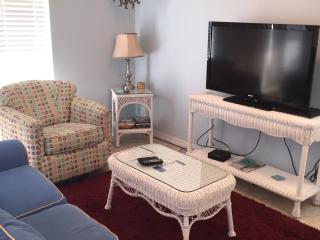 SUMMER BREEZE ~ SLEEPS 6 ~ GREAT VALUE - Navarre vacation rentals