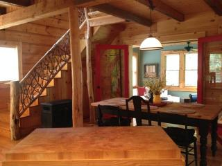 Victory Hollow. Stay 3 nights get 4th FREE - Boone vacation rentals