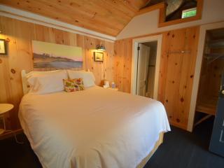Cottage for 2, Wolfeboro, near Lake Winnipesaukee - Wolfeboro vacation rentals
