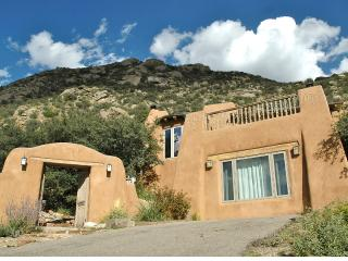 5 BDR, Gorgeous Adobe, Spectacular Setting w/Views - Albuquerque vacation rentals