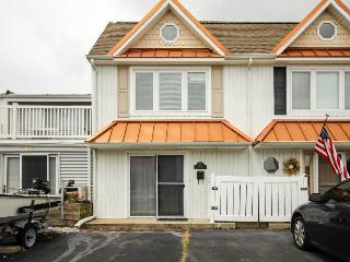 Bayfront townhouse with a deck and dock access! - Ocean City vacation rentals