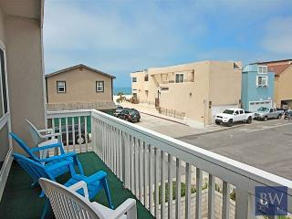 Spacious 4 Bedroom Beach House! 1 House From Sand, easy walk to Pier! (68251) - Newport Beach vacation rentals