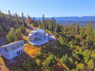 Looking for panoramic views and privacy? 4BR+Loft | Hot Tub | Fall Specials - Ronald vacation rentals