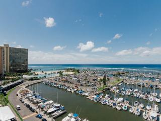 ilikai Marina #1382-Absolutely Oceanfront-Wow-$220 - Honolulu vacation rentals