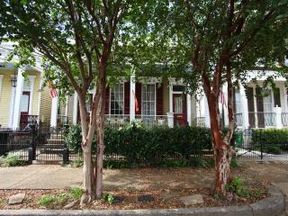 Garden District Charmer with large yard and porch - New Orleans vacation rentals