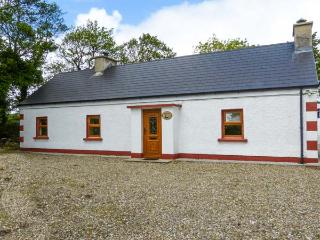 FERRYS, multi-fuel stove, close to the coast and golf, ground floor cottage near Portsalon, Ref. 917725 - Portsalon vacation rentals